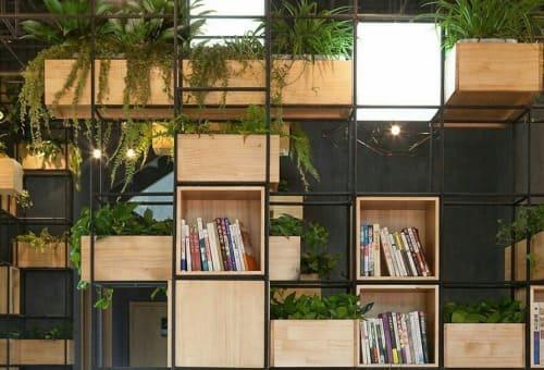 Как идеально списать стеллаж лофт в интерьер квартиры или офиса?